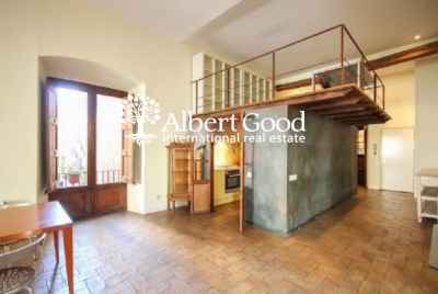 Bright central 4 bedroom apartment in Barcelona old Town
